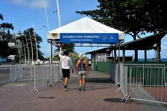 Guarda Municipal retoma portais de fiscalização na orla da Barra