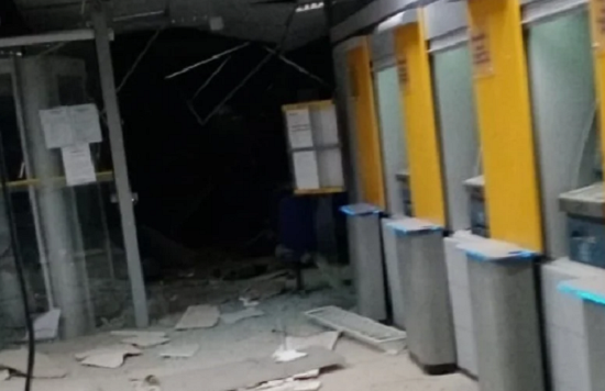 Quadrilha explode três agências bancárias em Correntina
