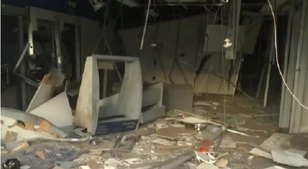 Bandidos explodem agência bancária em São Marcos