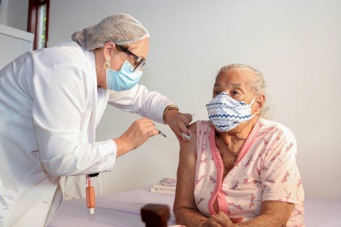 Covid-19: Brasil é 4º país que mais vacina com 69,9 milhões de doses aplicadas