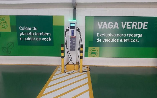 Salvador ganha posto de recarga de veículos elétricos no Ferreira Costa