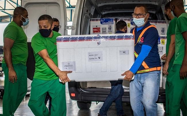 Salvador recebe 26,9 mil doses da vacina da Pfizer-BioNTech