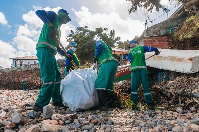 Limpeza no mar e plantio marcam Dia do Meio Ambiente em Salvador