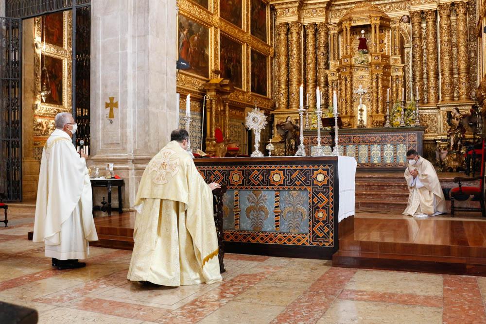 Fiéis participam da Solenidade de Corpus Christi na Arquidiocese de Salvador