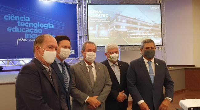 Leão participa de apresentação dos projetos do CIMATEC a ministros