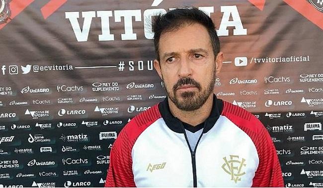 Vitória encara o Inter-RS na estreia do técnico Ramon Menezes