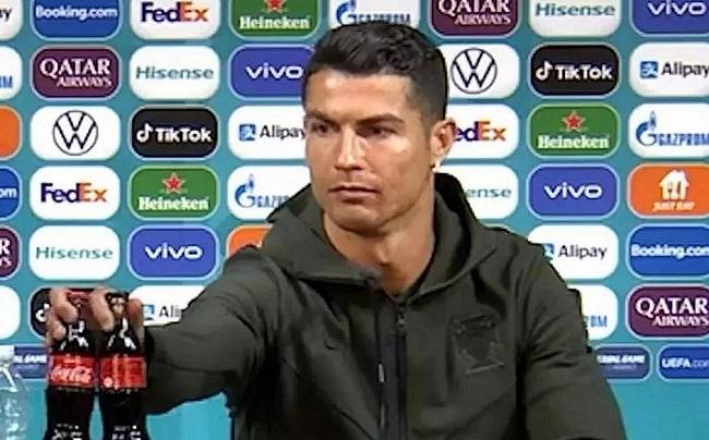 Coca-Cola perde US$ 4 bilhões após gesto de Cristiano Ronaldo