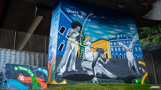 Paredão da Avenida Bonocô ganha painel de grafite sobre Capoeira