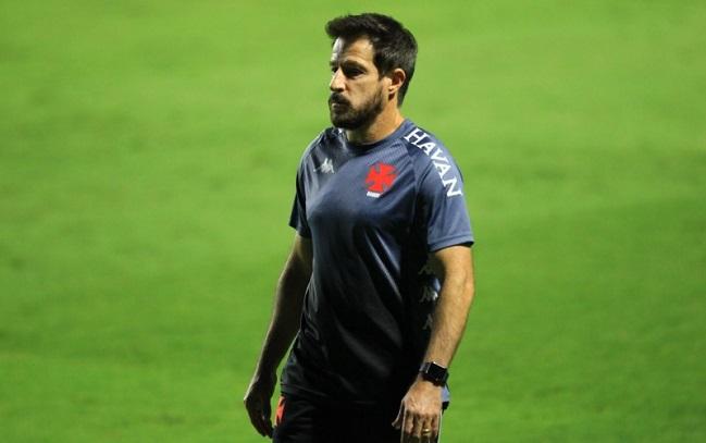Vitória anuncia Ramon Menezes como novo técnico da equipe principal