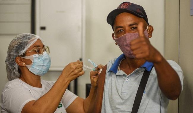 Salvador retoma vacinação da 1ª, 2ª e 3ª doses contra a Covid-19 nesta quarta
