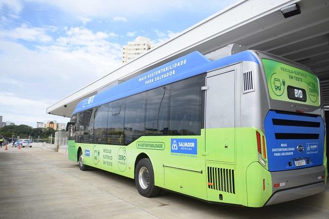 Salvador inicia testes com ônibus elétricos em linhas do BRT