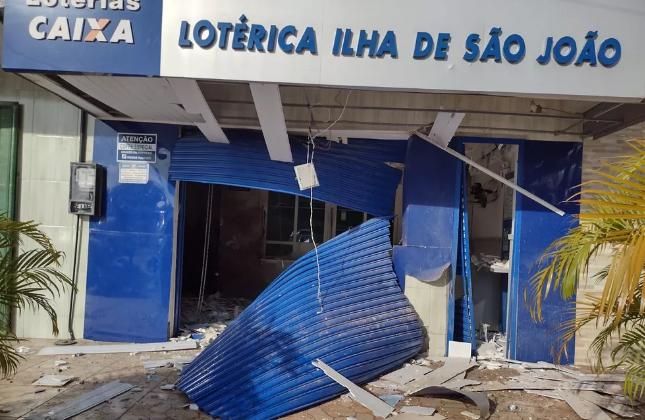 Bandidos explodem casa lotérica em Simões Filho