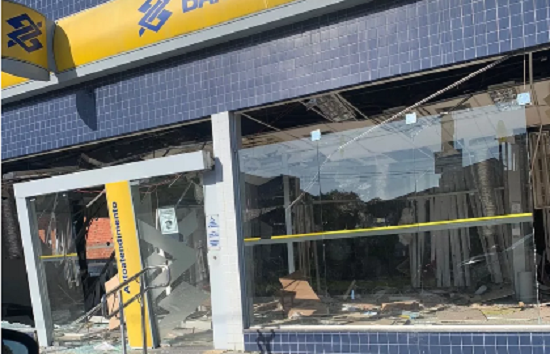 Bandidos explodem Banco do Brasil em Salinas da Margarida