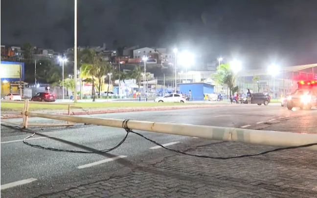 Boca do Rio tem dois acidentes de trânsito na noite de quarta-feira