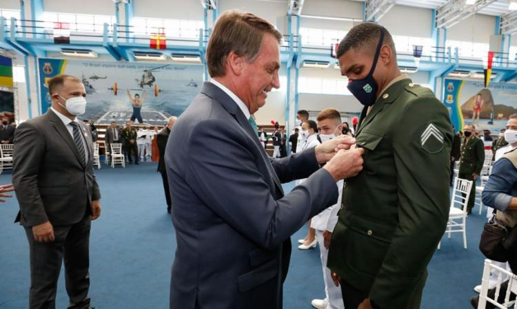 Bolsonaro entrega medalhas a campeões olímpicos militares