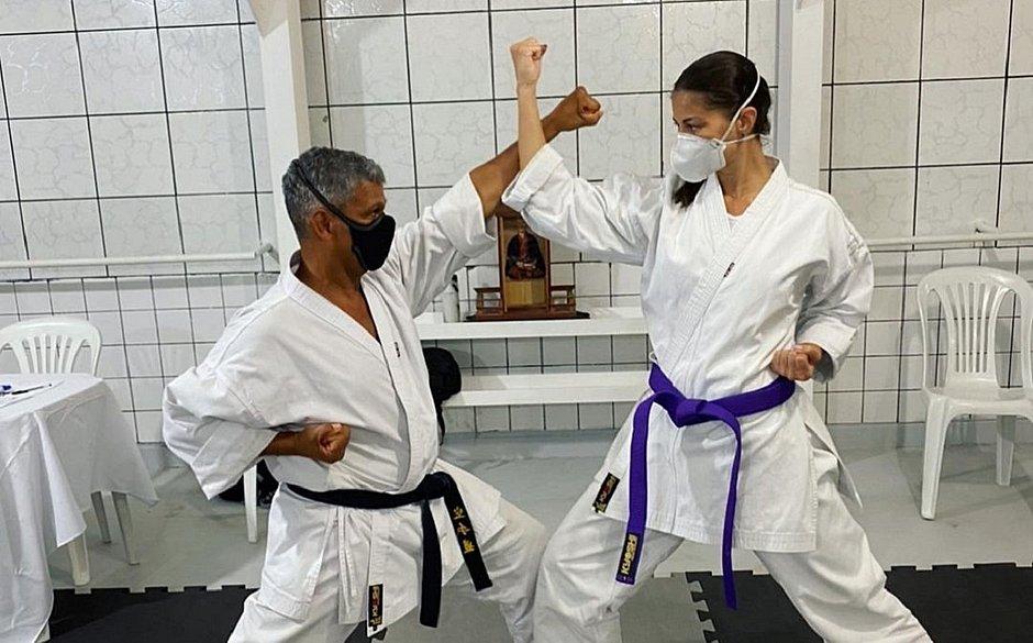 Jornalista Jessica Senra vai disputar Campeonato Baiano de Karatê