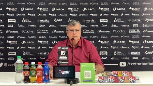 Presidente em exercício do Vitória diz que não rompeu com Paulo Carneiro