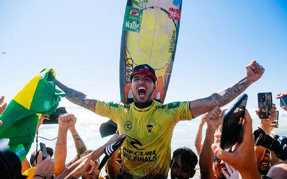 Medina conquista o tricampeonato do Circuito Mundial de Surfe
