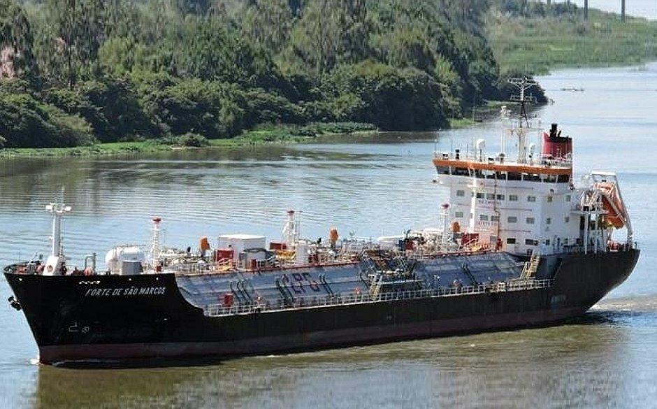 Marinha confirma explosão em navio no Porto de Aratu