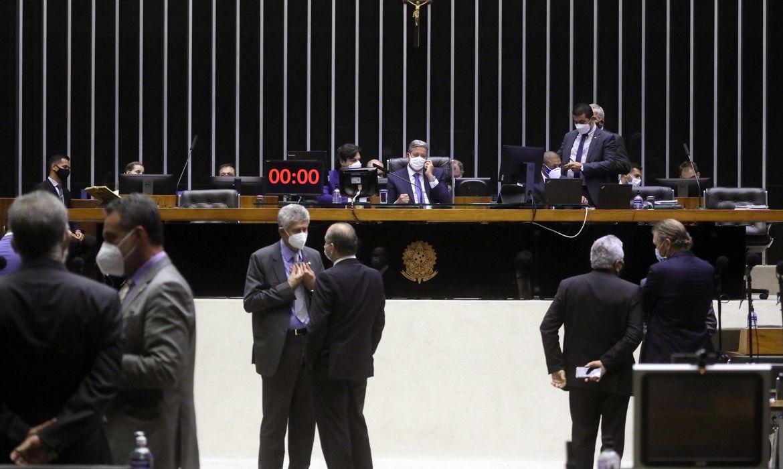 Deputados aprovam valor fixo para cobrança do ICMS para combustíveis