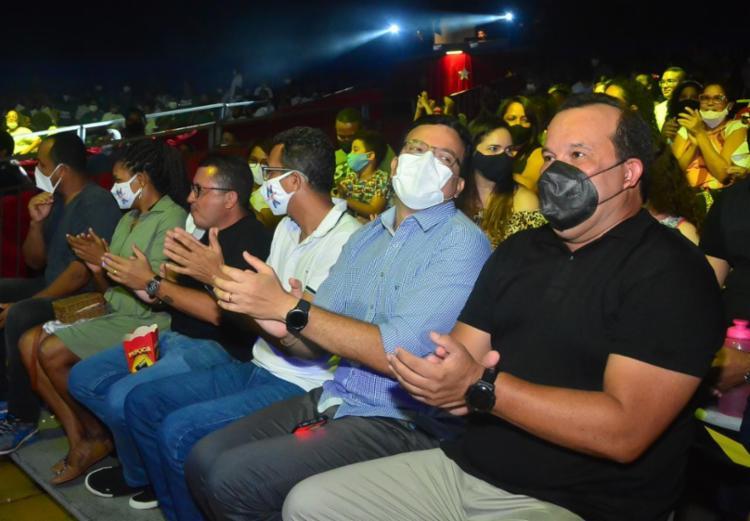 Geraldo Jr. prestigia espetáculo beneficente de circo em Salvador