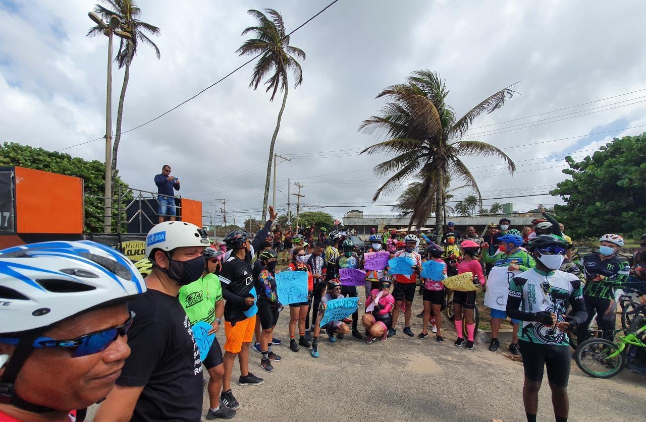Manifestantes pedem reabertura do Parque de Pituaçu na orla de Salvador