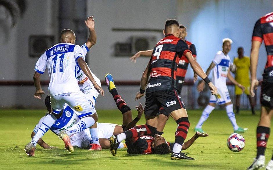 Série B: Vitória perde por 1 a 0 do Confiança no Barradão; veja os gols